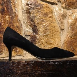 New WHITE HOUSE Black suede Poited Heels